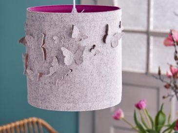 Lampe-aus-Filz-Schmetterlinge-wollweiss