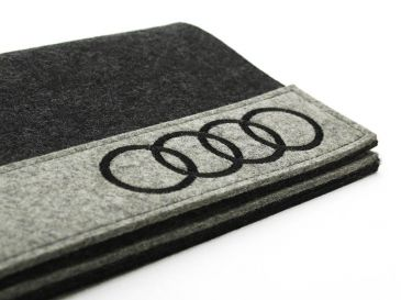 Informationsmappe-mit-Audi-Logo-bestickt