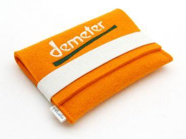 Visitenkartentasche-mit-Logo-bestickt-Demeter