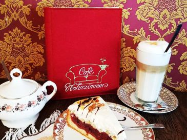 Speisekarte-mit-Logo-Cafe-Wohnzimmer-Schluechtern