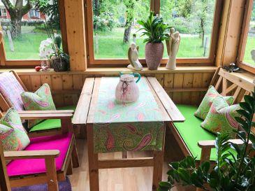 Bankauflage-und-Sitzkissen-in-apfelgruen-und-pink