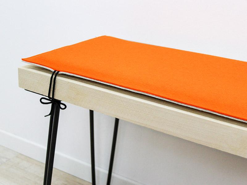 wohnen bankauflage nach ma aus filz mit schn ren zur befestigung. Black Bedroom Furniture Sets. Home Design Ideas