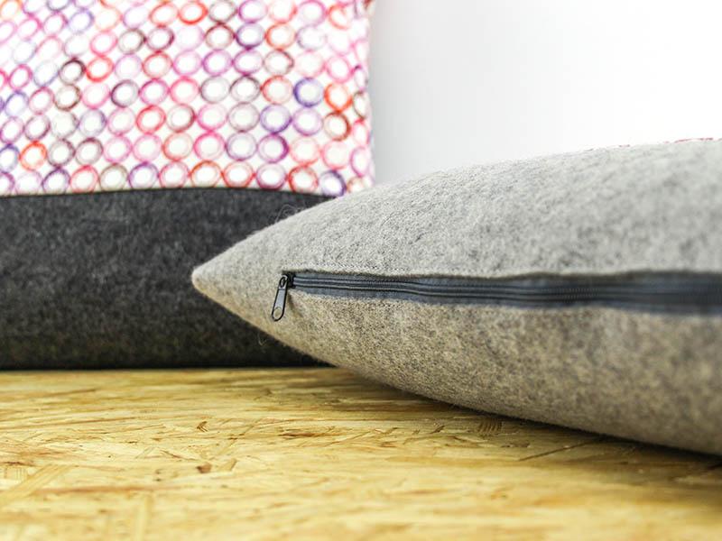 sofakissen sofakissen aus filz mit stoff dots in gr n oder pink. Black Bedroom Furniture Sets. Home Design Ideas