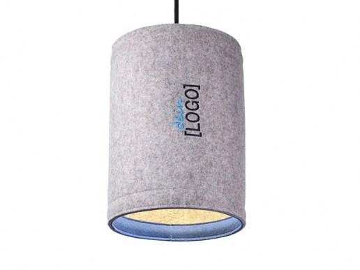 Lampen: Pendelleuchte aus Filz mit Logo