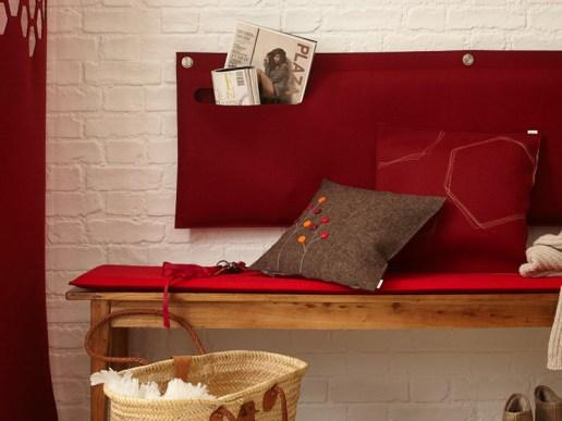 sofakissen sofakissen aus filz mit dots blumen. Black Bedroom Furniture Sets. Home Design Ideas