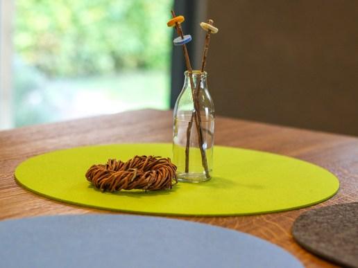 gedeckter tisch tischset aus filz liebe geht durch den magen. Black Bedroom Furniture Sets. Home Design Ideas