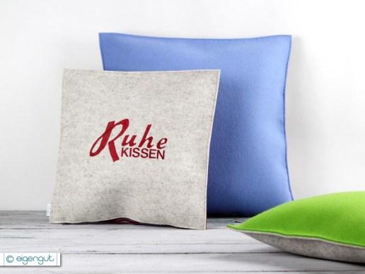wohnen sofakissen aus filz mit individueller aufschrift. Black Bedroom Furniture Sets. Home Design Ideas