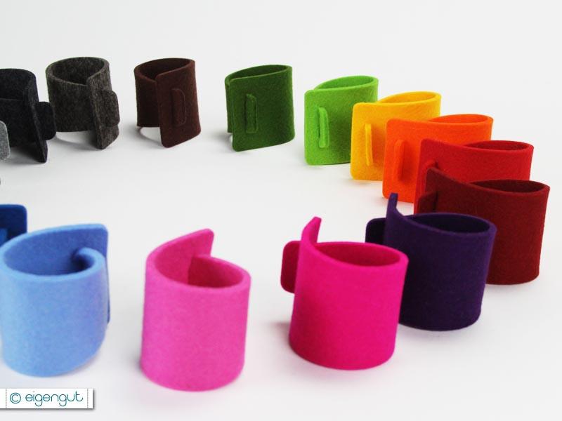 gedeckter tisch serviettenringe aus reinem wollfilz. Black Bedroom Furniture Sets. Home Design Ideas